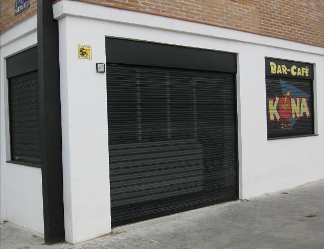 Detalle fachada Bar Kona