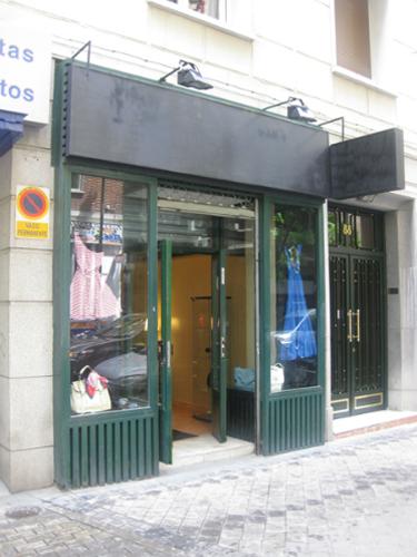 Fachada tienda de complementos