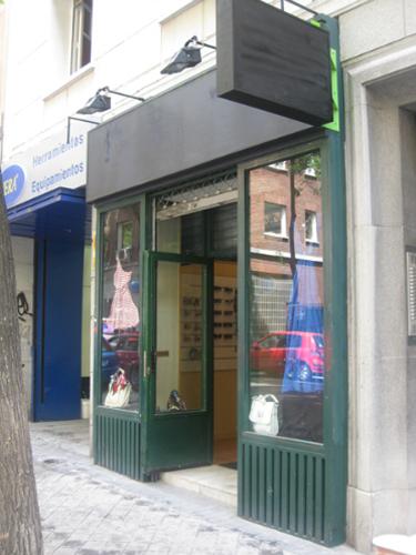 Vistal lateral tienda de complementos