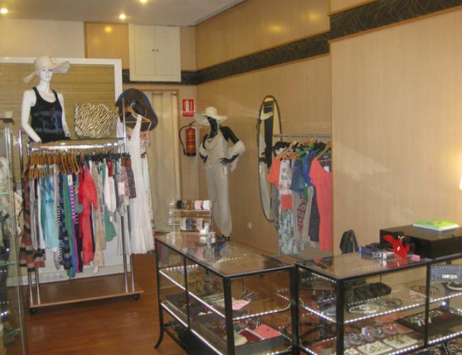 Detalle interior tienda de complementos