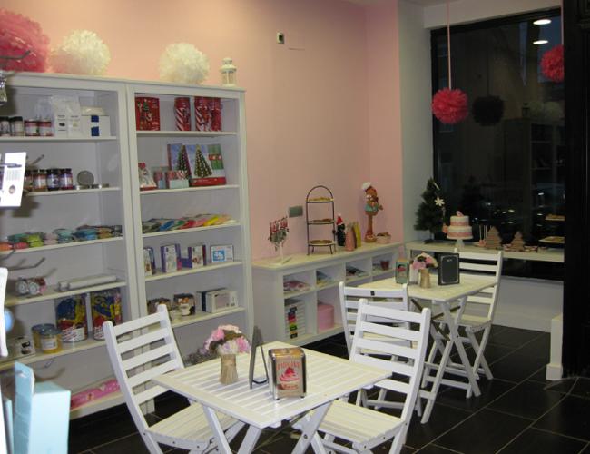Detalle mesas y sillas La dulce muñeca de trapo